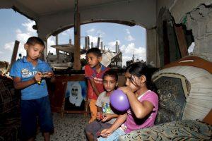 Niños palestinos, los más afectados por los bombardeos Foto:AFP. Imagen Por: