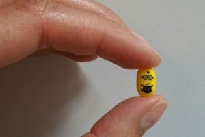 "9.- Estas pastillas con un mini ""Minion"" Foto:vía instagram.com/isimond3. Imagen Por:"