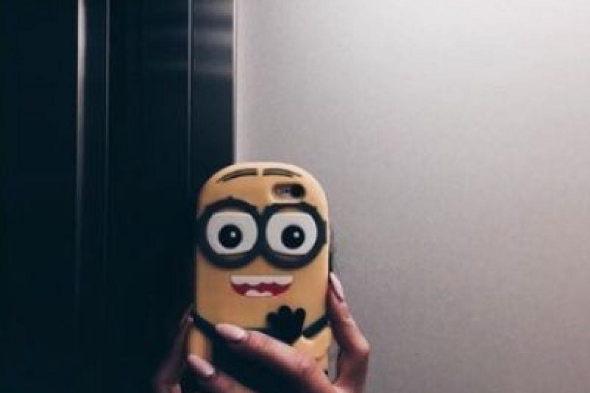 """22.- Una funda para tomarse selfies con un """"Minion"""" Foto:vía instagram.com/linasznurekkk. Imagen Por:"""