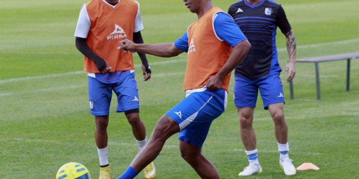 Ronaldinho se acerca al fútbol argentino