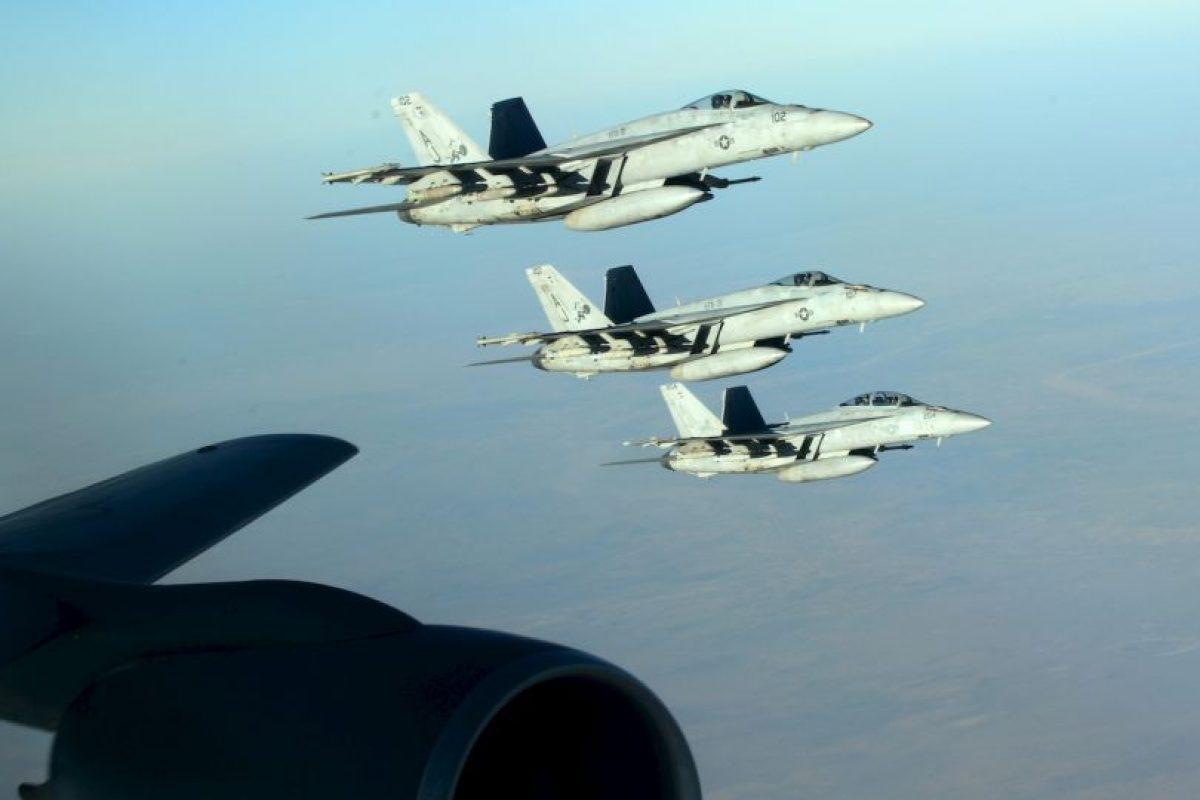 6. El grupo terrorista genera esa cantidad de dinero mediante la venta del petróleo, que estos se apoderaron de varias refinerías en Irak y Siria. Foto:AP. Imagen Por: