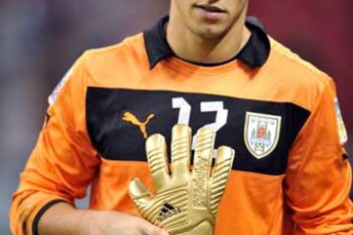 Juega en el Liverpool de Uruguay y fue el mejor arquero del Mundial Sub-20 de Turquía 2013. Foto:Getty Images. Imagen Por: