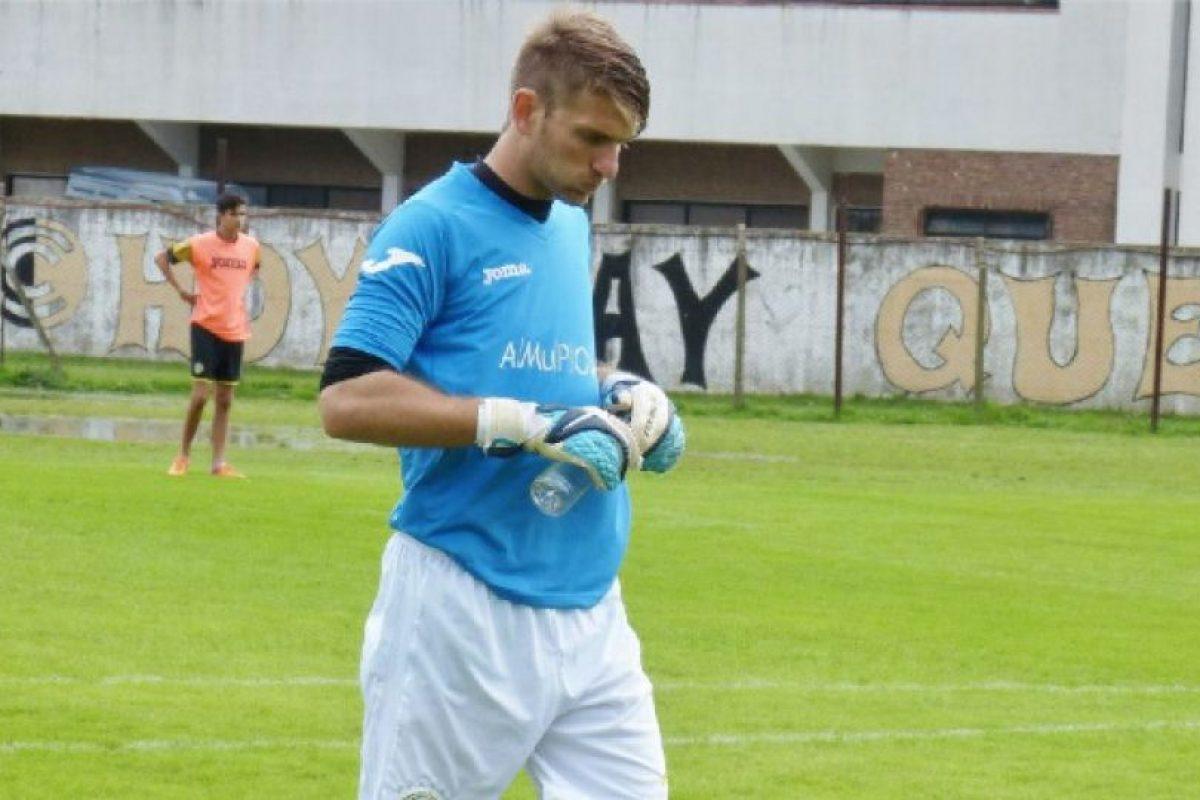 Anotó en su meta el primero de cinco goles con los que perdería su equipo Foto:Vía facebook.com/rodrigo.cervetti. Imagen Por: