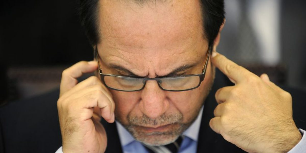 Ex contralor golpea la mesa y analiza con duro desmadre la contigencia política