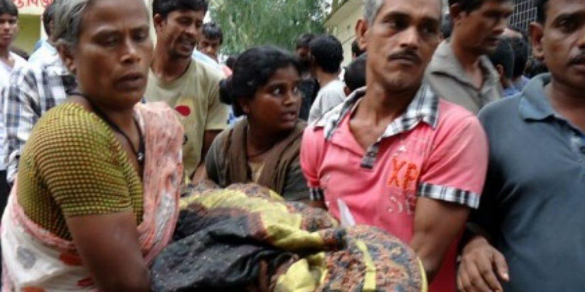 Por conseguir ropa gratis mueren 23 en estampida en Bangladesh