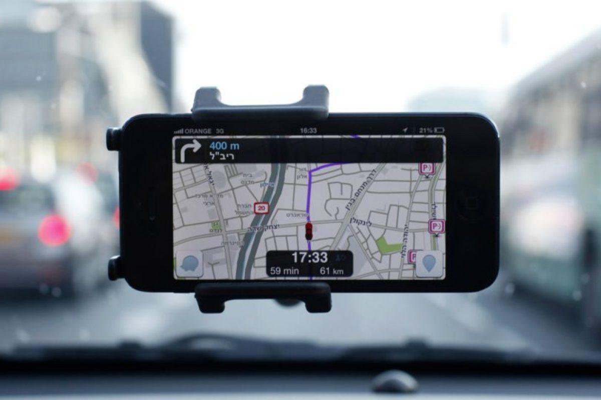 Waze: Probablemente desde que se inventó waze, las personas dejaron de preocuparse de los radares de detección de velocidad de carabineros. Es una comunidad de conductores que entrega mapas y status de los caminos para evitar tráfico y congestiones. Foto:Gentileza. Imagen Por:
