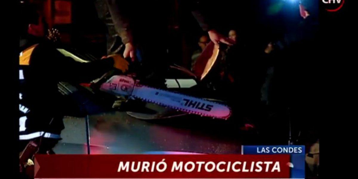 Motociclista muere tras accidente en Las Condes