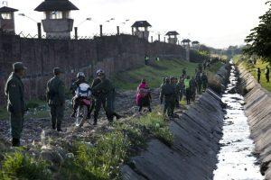 Fue la última actividad masiva de Francisco en Bolivia. Ahora parte hacia Paraguay, el último país que visitará en su gira por América Latina Foto:AP. Imagen Por: