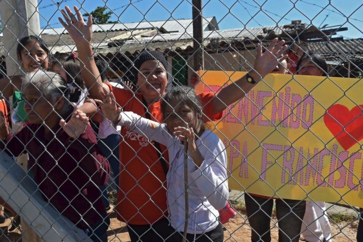 """""""Me gustaría pedirles que lleven mi saludo a sus familias. Nos recuerdan que merece la pena vivir y luchar por un mundo mejor"""". Foto:AFP. Imagen Por:"""