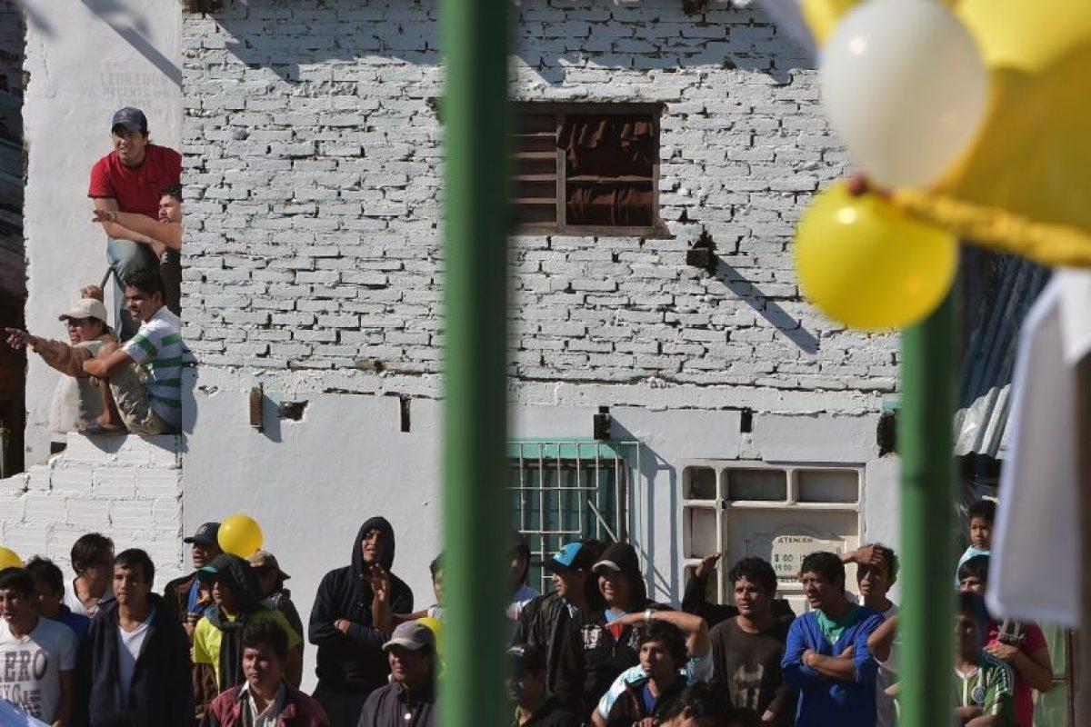 Los dos mil 800 reos y sus familias pudieron escuchar las palabras de Francisco Foto:AFP. Imagen Por: