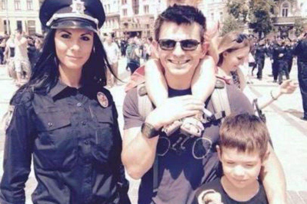 Invitan a los locales y a los turistas a tomarse un selfie con el nuevo cuerpo de policía Foto:Twitter.com/deMonte_Cristo. Imagen Por:
