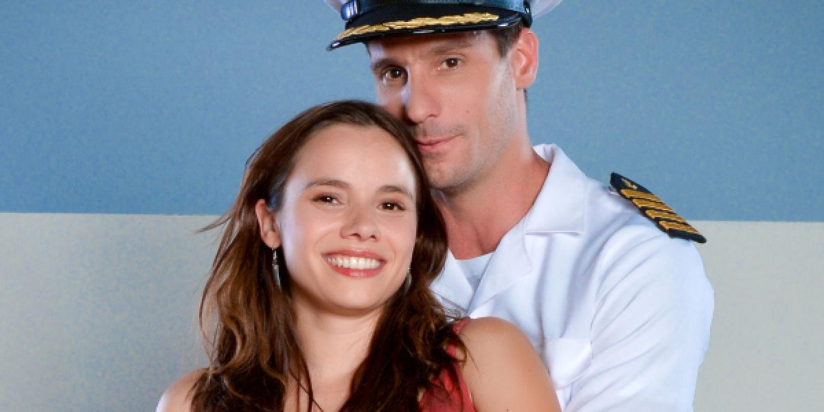 ¿Se confirma romance? Valenzuela y Omegna fueron fotografiados besándose