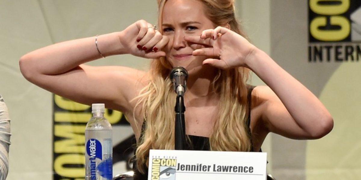 Jennifer Lawrence realiza divertida imitación de Cher cantando