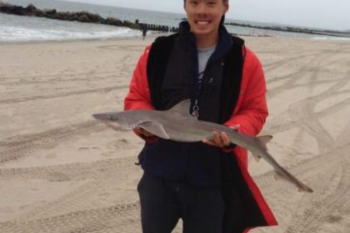 Derek Huang tiene 21 años y es salvavidas desde 2011. Foto:vía Facebook/Derek Huang. Imagen Por: