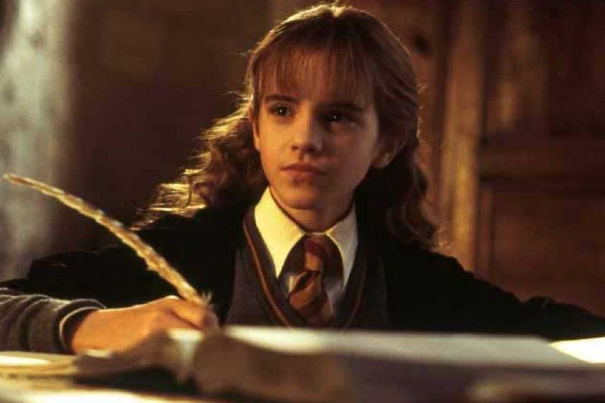 """A diferencia de todos sus amigos y conocidos que practicamente se """"graduaron"""" sin título oficial luego de la Batalla de Hogwarts, Hermione sí regresó a culminar su séptimo año. Foto:vía Warner Bros. Imagen Por:"""