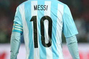 """""""Cómo le voy a decir """"pecho frío"""" a un tipo que lo comparan con un señor que dicen fue el mejor de la historia. ¿Cómo le voy a decir """"pecho frío"""" a Messi? """"Pecho frío"""", pecho frío sos vos que tratas de pecho frío a Messi"""", escribió Ariel """"Burrito"""" Ortega. Foto:Getty Images. Imagen Por:"""