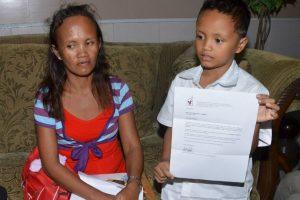 Su madre recibe donaciones de todo el mundo, tanto económicas como en especie Foto:AFP. Imagen Por: