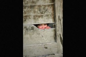 Mientras otros niños de su edad jugaban en las calles cercanas, Daniel sólo quería hacer su trabajo. Foto:Foto: Getty Images. Imagen Por: