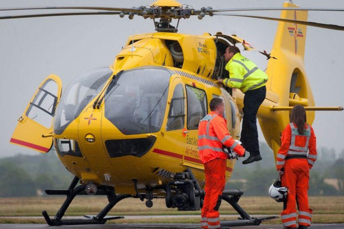 El príncipe de Inglaterra comenzó a trabajar como piloto. Foto:AFP. Imagen Por: