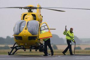 Con la compañía de ambulancias aéreas East Anglian Air Ambulances. Foto:AFP. Imagen Por: