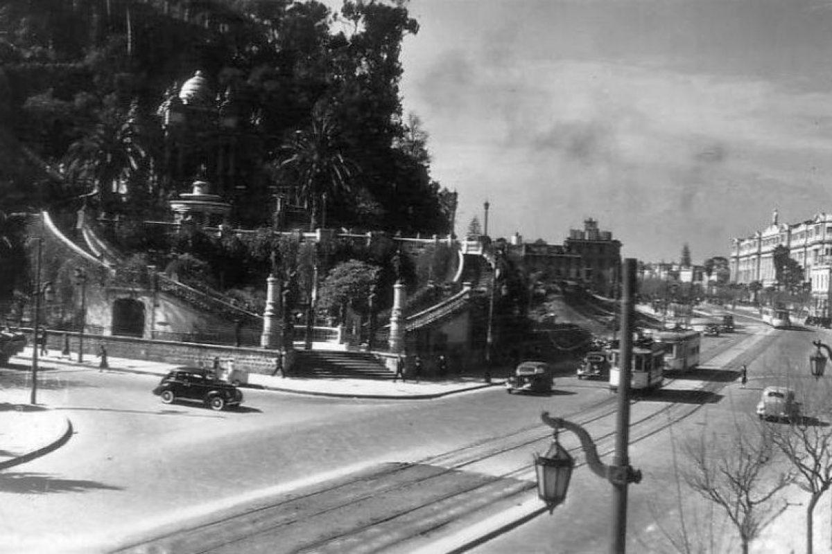 Vista de la Alameda y cerro Santa Lucía de Santiago, 1940. Foto:Fotos Históricas de Chile. Imagen Por: