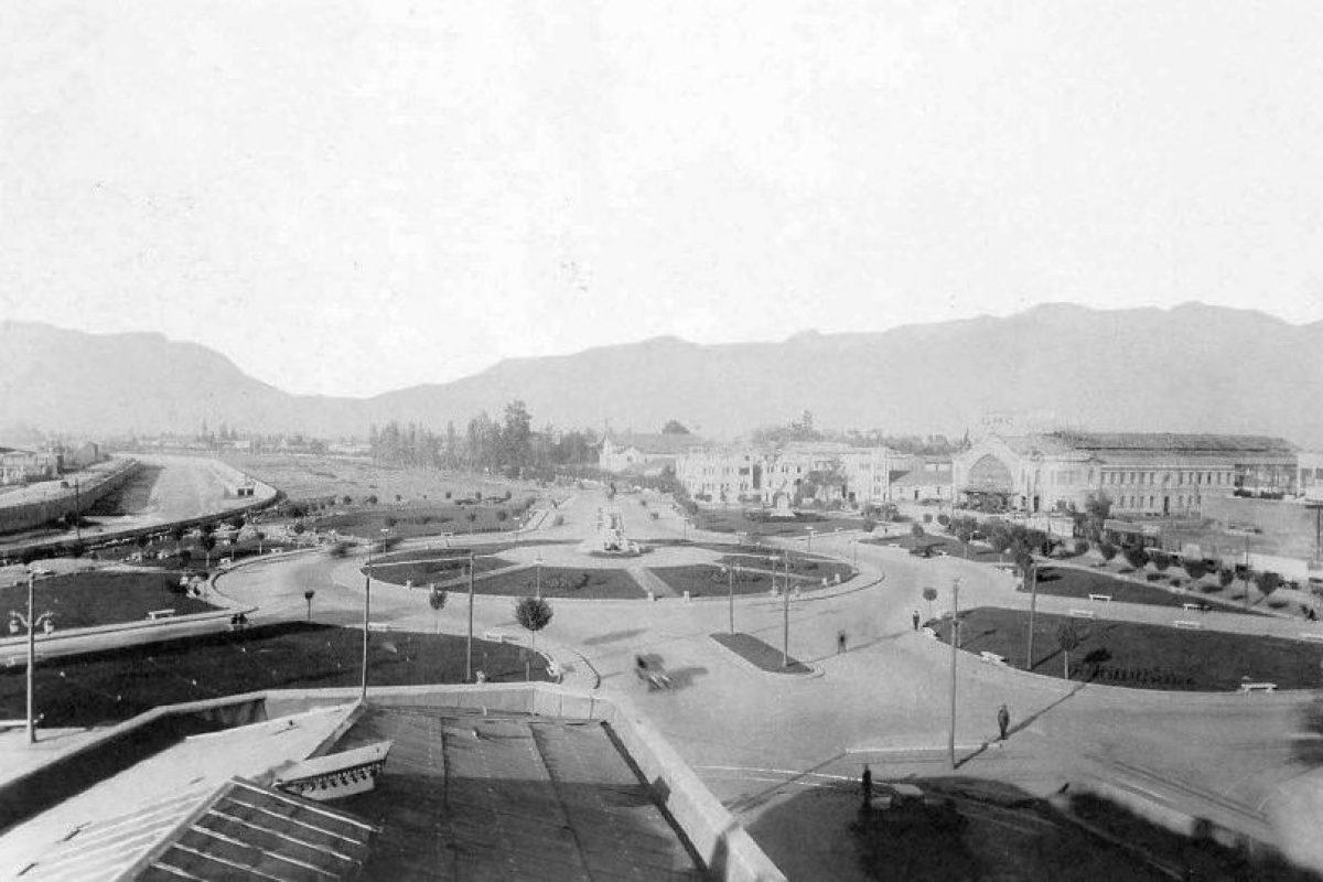 Vista de Plaza Baquedano, avenida Providencia y Estación Pirque de Santiago en 1929. Foto:Fotos Históricas de Chile. Imagen Por: