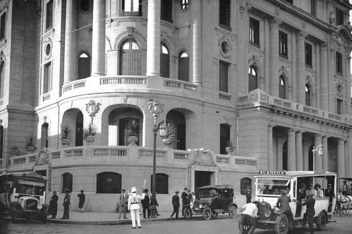 Club de La Unión, Alameda esquina Bandera de Santiago en Marzo de 1927. Foto:Fotos Históricas de Chile. Imagen Por: