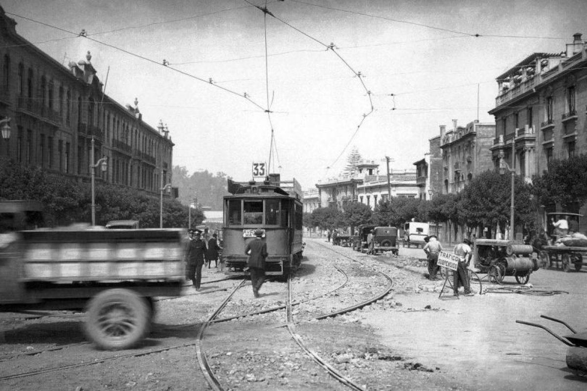 Avenida Alameda desde Plaza Italia hacia el poniente de Santiago en 1922. Foto:Fotos Históricas de Chile. Imagen Por: