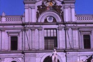 Frontis de la Casa Central de la Universidad de Chile en 1963. Foto:Fotos Históricas de Chile. Imagen Por: