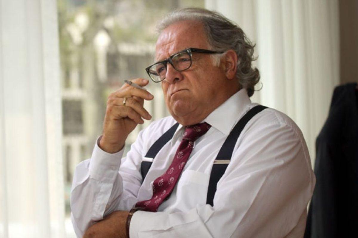 """Gustavo Quintero era """"Guillermo Cano"""", personaje basado en el director del periódico El Espectador, uno de los más importantes de Colombia. Fue asesinado por denunciar las actividades delictivas de Pablo Escobar. Foto:vía Caracol Televisión. Imagen Por:"""