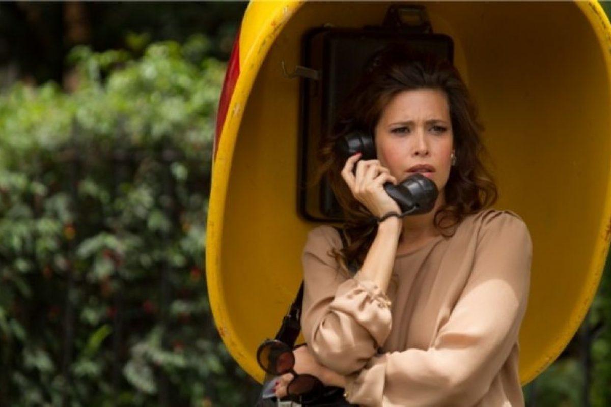 """Angie Cepeda era la presentadora """"Regina Parejo"""", basada en la famosa conductora de televisión de los años 80 en Colombia, Virginia Vallejo. Era amante de """"Pablo Escobar"""". Foto:vía Caracol Televisión. Imagen Por:"""
