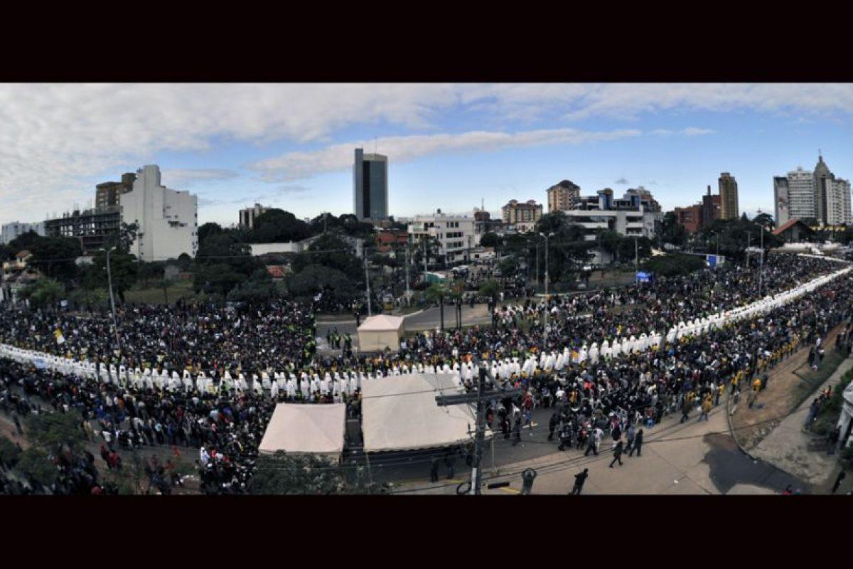 Miles de fieles acudieron a la misa en plaza del Cristo Redentor en Santa Cruz, Bolivia. Foto:AFP. Imagen Por: