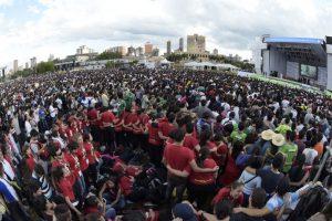 Miles de jóvenes aguardaron durante horas la llegada del Papa. Foto:AFP. Imagen Por: