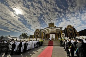 La misa en el Santuario de la Virgen de Caacupé , en Caacupé , Paraguay. Foto:EFE. Imagen Por: