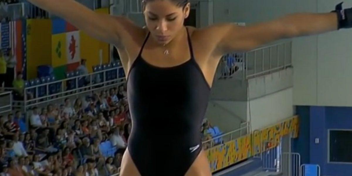 ¡Porrazo! Clavadista brasileña de salto ornamental cae de espaldas al agua