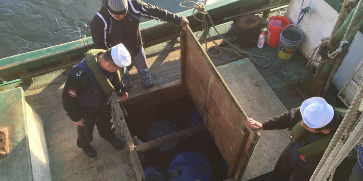 Armada detiene a ocho pescadores por robar más de mil litros de petróleo