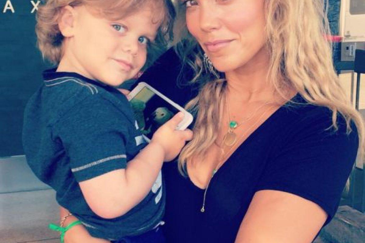 No le ha ido tan mal en su vida personal. Tiene un hijo con su marido, Greg Lauren. Foto:vía Instagram/Elizabeth Berkley. Imagen Por: