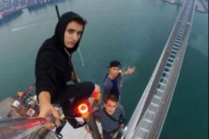 """El """"roofing"""", moda de selfies extremos protagonizados en su mayoría por jóvenes, sigue dando de qué hablar Foto:Instagram @daniel__lau. Imagen Por:"""