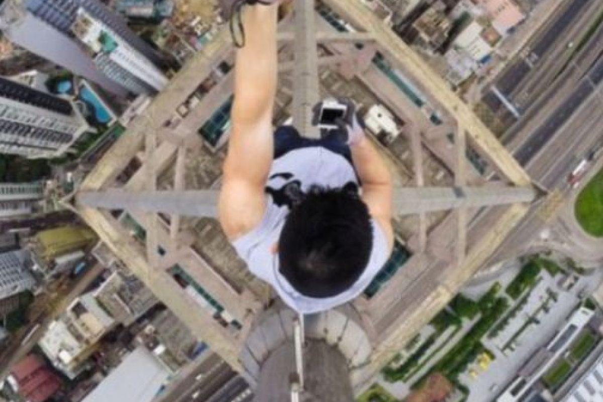 """Kirill Oreshkin es un joven ruso que se dedica a hacer """"roofing"""". Subió hasta la antigua torre de radio de Elektrostal Foto:Instagram @daniel__lau. Imagen Por:"""