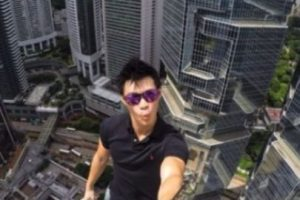 Daniel Lau, un joven de Hong Kong, subió a una torre localizada en dicho país, la cual tiene 346 metros de altura, informó Likedose.com Foto:Instagram @daniel__lau. Imagen Por: