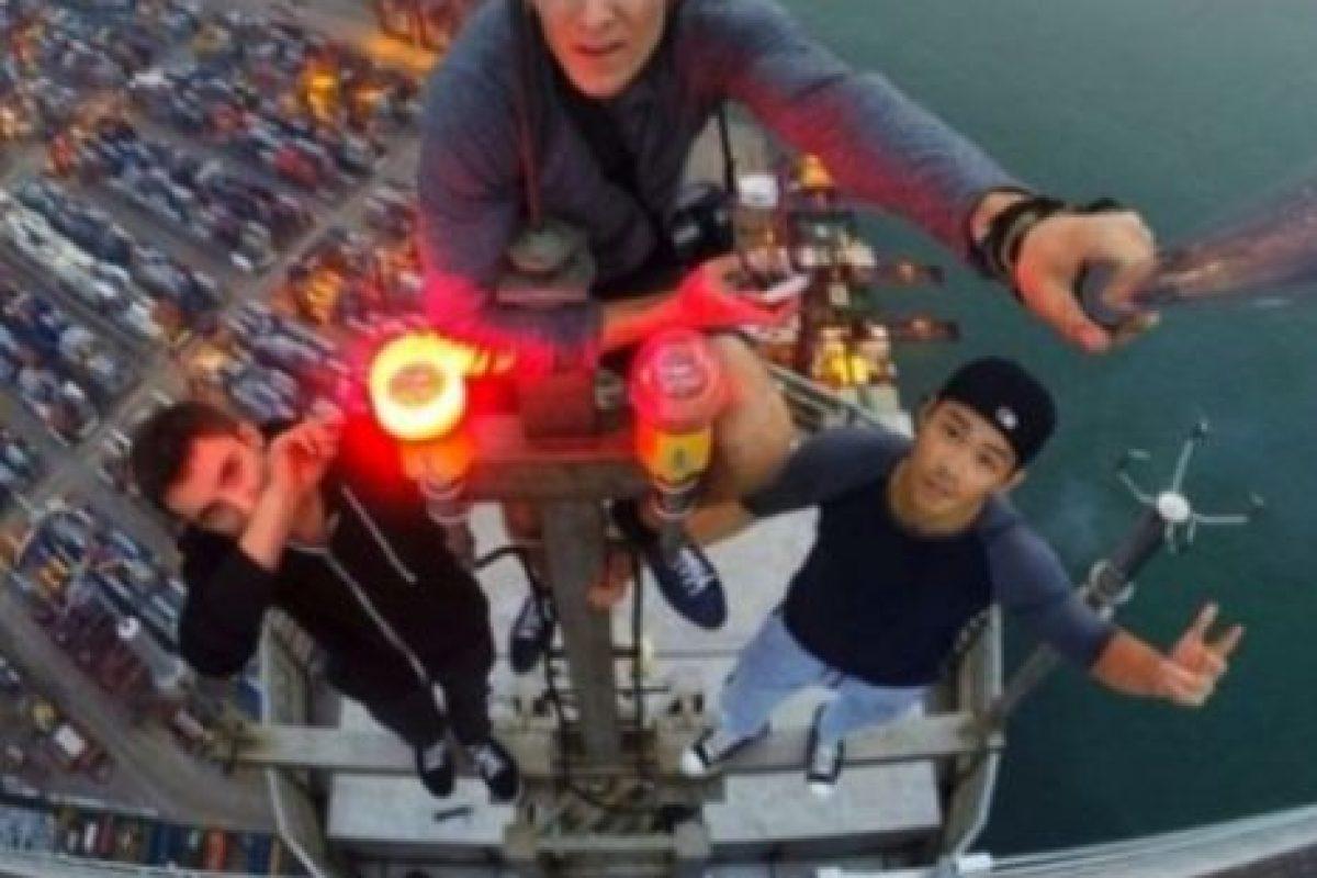 En Nueva York un chico de 24 años subió al puente de Brooklyn con la única intención de sacarse un selfie desde las alturas Foto:Instagram @daniel__lau. Imagen Por: