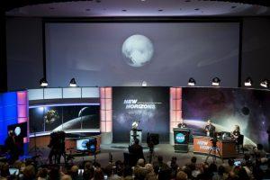 4. Según CNN, la nave lleva a bordo las cenizas de Clyde Tombaugh, quien hace 85 años descubrió a Plutón. Foto:AFP. Imagen Por: