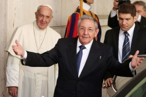 Raúl Castro y el Papa Francisco Foto:Getty Images. Imagen Por:
