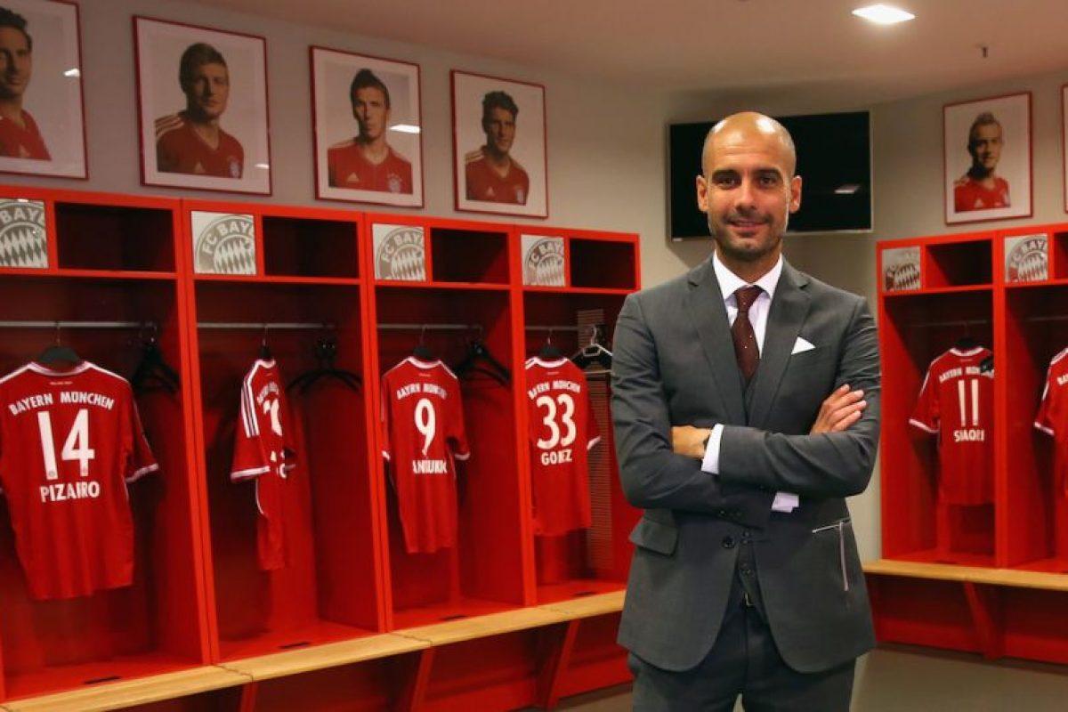 En 2013, Pep Guardiola posó con los retratos de estos jugadores al fondo. Hoy, ninguno de ellos sigue en el Bayern Munich. Foto:Getty Images. Imagen Por: