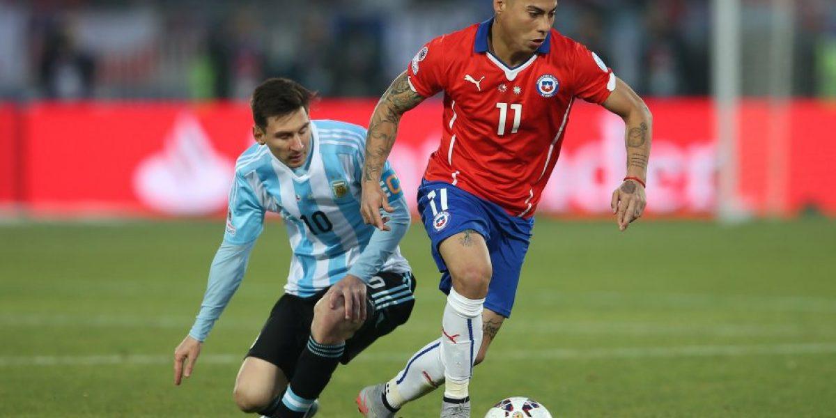 Bielsa no deja de pensar en chilenos y ahora va por Vargas
