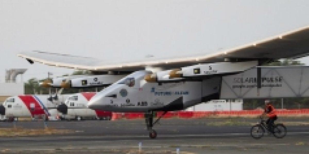 Avión solar suspende su vuelta al mundo por problema con baterías