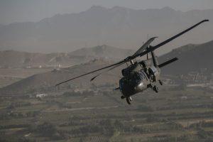 Autoridades colombianas analizan la explosión de un helicóptero del ejercito colombiano. Foto:Getty Images. Imagen Por: