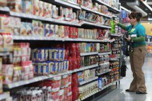 El policía Mark Engravalle detuvo a una mujer que robó pañales y ropa en una tienda. Foto:Getty Images. Imagen Por: