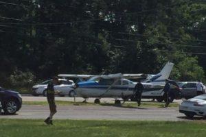 La aeronave iba tripulada por estudiantes de paracaidismo. Foto:Vía facebook.com/StaffordTownshipPoliceDepartment. Imagen Por: