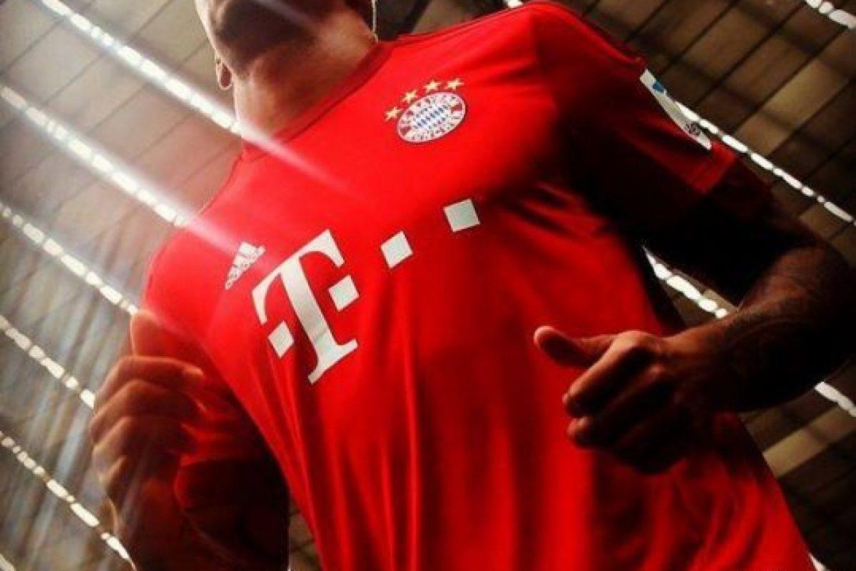 """Los """"bávaros"""" estrenarán un modelo elegante completamente rojo. Foto:Vía facebook.com/fcbayern.es. Imagen Por:"""